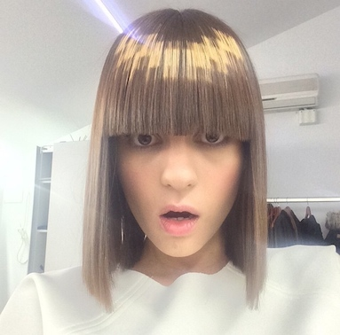 Pixelated bob cut with gold color dimension