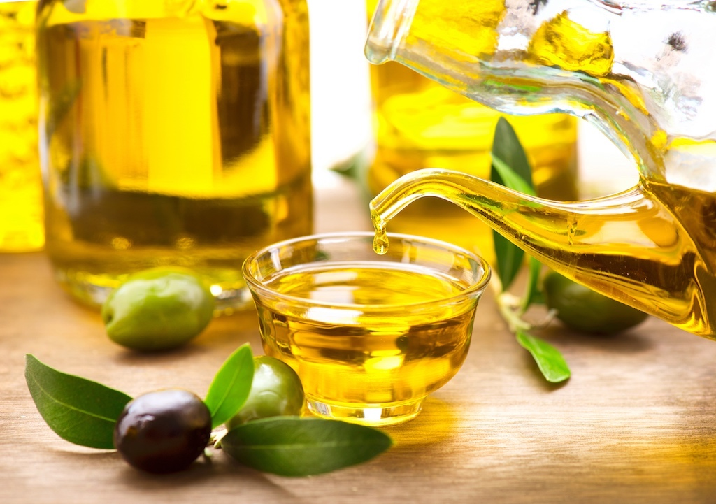 What's the Difference between Moisturizing Oils vs. Sealing Oils?
