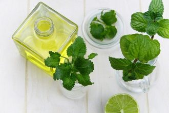 5 Benefits of Peppermint Oil For Your Hair