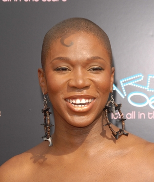 India Arie bald head picture.